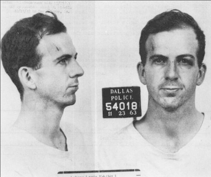 Lee Harvey Oswald meurtrier de John Fitzgerald Kennedy à Dallas le 22 novembre 1963, était un communiste et espion russe. Quel était l'ancien métier de Lee Harvey Oswald ?