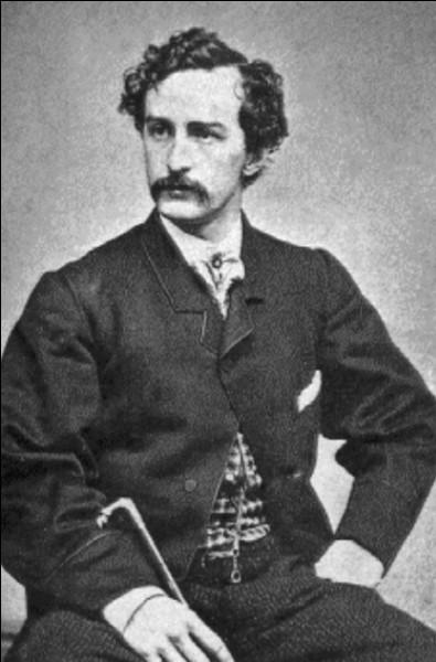 L'assassin de Lincoln, l'acteur et sympathisant de la cause confédérée John Wilkes Booth, tue par balle Lincoln alors qu'il assiste à une pièce de théâtre, au théâtre Ford. Quelle est la date du meurtre ?