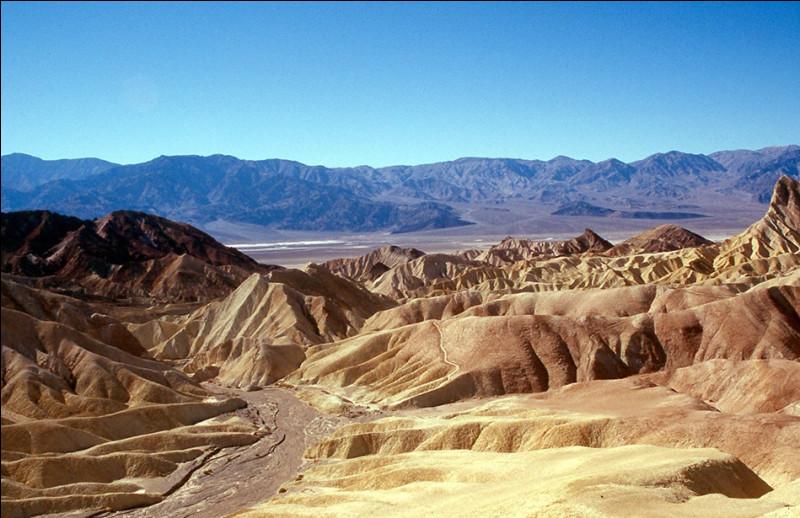 Dans quel État des États-Unis, ''La vallée de la Mort'' est-elle située ?