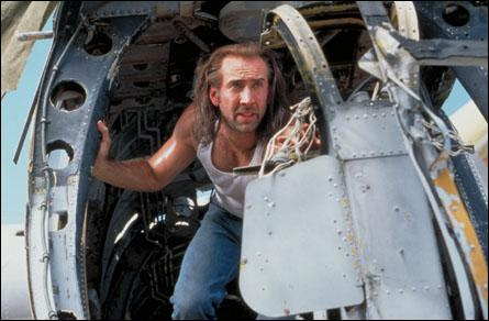 L'avion dans lequel il prend place contient les criminels emprisonnés les plus endurcis du pays. Pourquoi notre héros s'y retrouve lui aussi ?