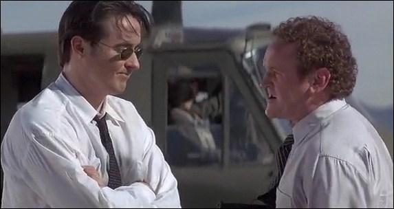 Quel acteur joue le marshall Vince Larkin qui cherche à tout prix à aider Nicolas Cage à contrer les évadés ?