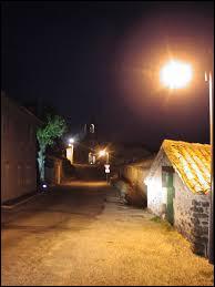 Voici une vue de Freyssenet la nuit. Petit village Ardéchois de 47 habitants, il se situe dans l'ex région ...