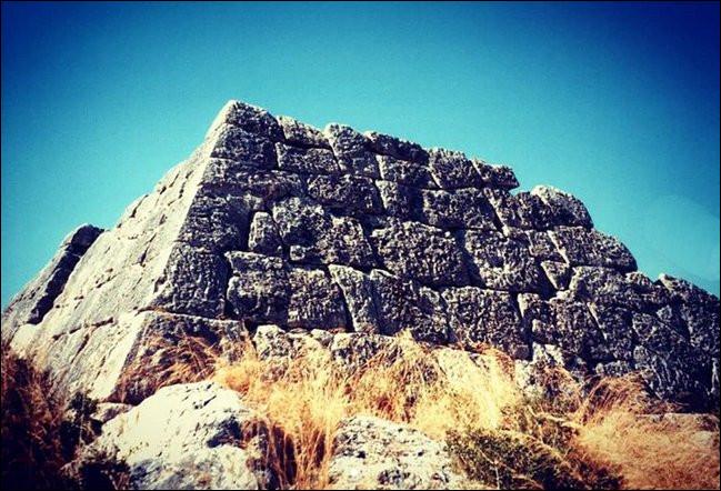 La pyramide de Hellinikon (Grèce) daterait de ...