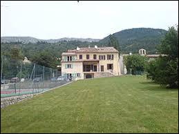 Petit tour en région P.A.C.A. à Peyroules. Commune de l'arrondissement de Castellane, dans le parc naturel régional du Verdon, elle se situe dans le département ...