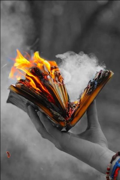 """Qui a écrit le livre """"L'Espoir"""", traitant de la guerre d'Espagne ?"""