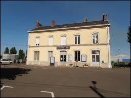 Je vous propose de commencer notre balade dans les Pays-de-la-Loire, à Arnage. Ville de la métropole Mancelle, elle se situe dans le département ...