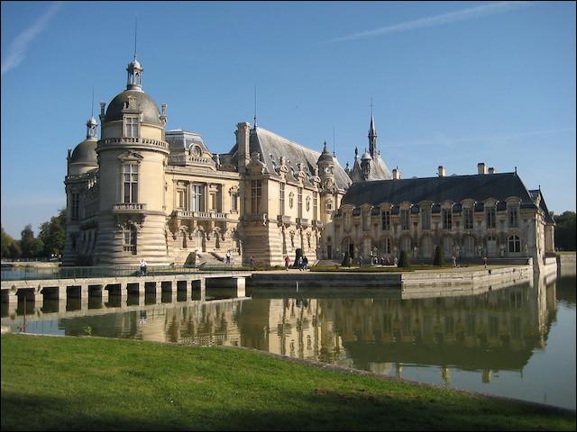 Le château de Chantilly accueille le musée Condé dans ses locaux.