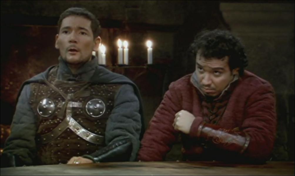 Dans l'épisode 'L'Assassin de Kaamelott', Grudu dit avoir vu quelqu'un prendre par le vestibule. Bohort explique que c'est lui et qu'il était allé ...