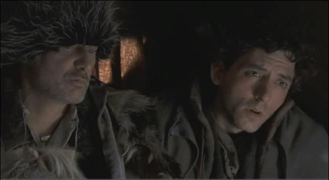 Dans l'épisode 'Aux Yeux de Tous', Galessin compare Escalibur à ...