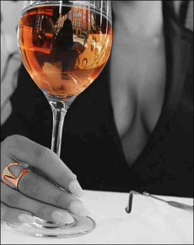 """♫♫ Ah, le petit vin blanc qu'on boit sous la tonnelle, quand les filles sont belles...♪ ♫"""" Mais de quel côté ?"""