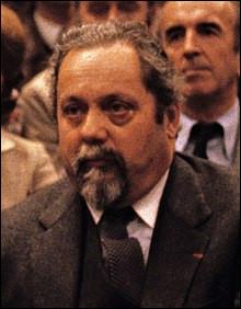 Qui est cet Alain, médecin en biologie humaine, célèbre pour sa traversée en solitaire en 1952 de l'océan Atlantique à bord d'un canot pneumatique pendant 65 jours, mort en 2005 ?