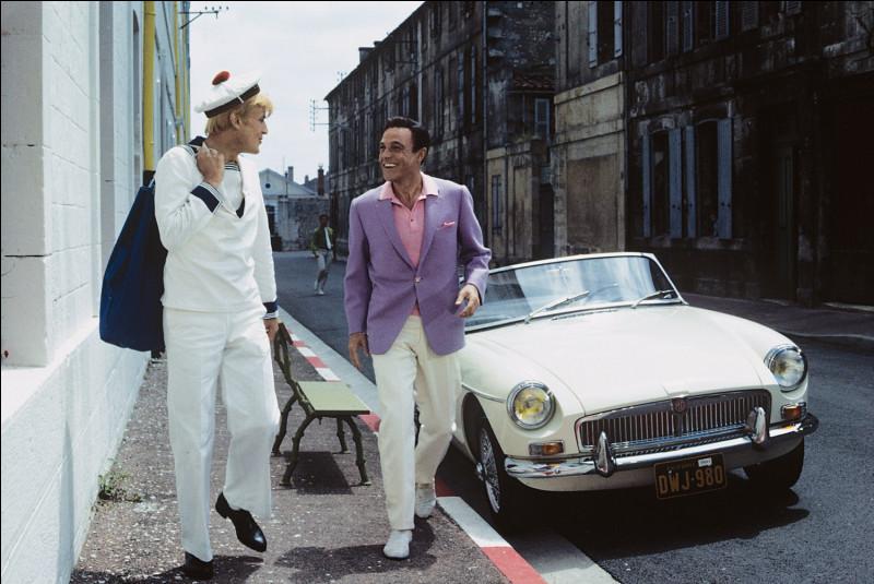 """Dans l'inoubliable comédie musicale """"Les Demoiselles de Rochefort"""" quelle auto conduit le danseur Gene Kelly ?"""