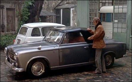 """Ce cabriolet Peugeot 403 dans le film """"Le Magnifique"""" interprété par Belmondo a un point commun avec un célèbre détective. Lequel ?"""