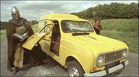 """""""Je ne reconnais pas ce blason"""" indique Jean Reno dans le film ''Les Visiteurs'' de 1993. Quelle est donc cette chariotte jaune ?"""