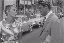 Quels sont ces voitures sagement garées en arrière-plan dans le film ''À bout de souffle'' de Godard ?
