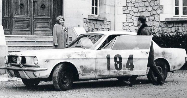 """Quelle voiture mythique des années 60 Jean-Louis Trintignan conduit-il dans le film """"Un Homme et une Femme"""" de Claude Lelouch ?"""