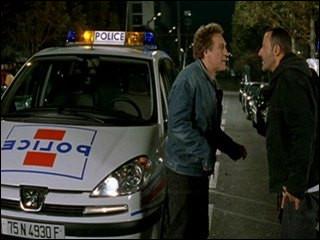 """Dans le film """"Tais-toi"""", Depardieu a la fâcheuse tendance à voler des voitures de police. Quel est ce modèle ?"""