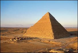 Les pyramides sont des tombeaux.