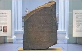 C'est au XVIIe siècle que Jean-François Champollion a déchiffré les hiéroglyphes.