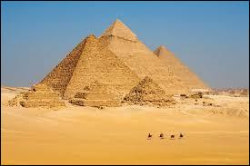 La plus grande pyramide Gizeh est Mykérinos.