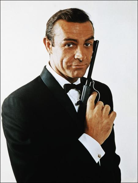 Combien Sean Connery a t-il tourné de films mettant James Bond en scène entre 1962 et 1967 ?