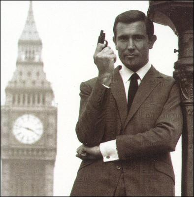 Quel acteur incarne 007 entre le deux périodes Sean Connery ?