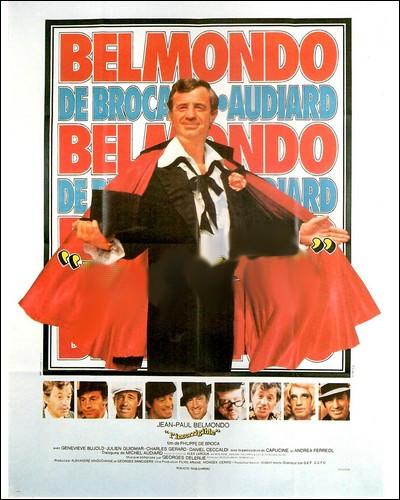 De nouveau de Broca retrouve Belmondo, et luioffre l'occasion de se livrer à de réjouissants numéros de déguisements, avec en prime des dialogues mitonnés par Audiard...