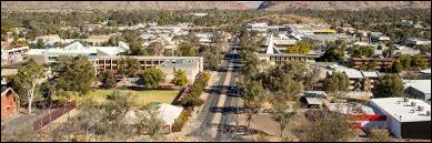 Dans quel pays se trouve la ville d'Alice Springs ?