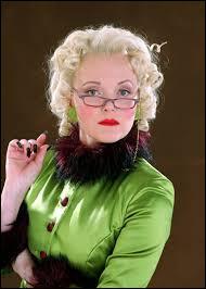 R : Rita Skeeter est une ... connue pour utiliser une Plume à ... Rita est aussi un animagus prenant la forme d'un...
