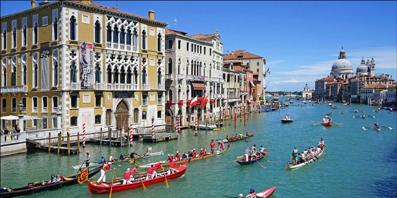 """Quel duo nous chante, en 1973, ces paroles : """"Laisse les gondoles à Venise, le printemps sur la Tamise..."""" ?"""