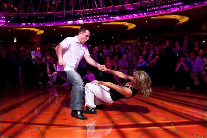 Quelle danse ne fait pas partie des danses Swing ?