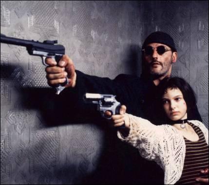 Chef-d'oeuvre de Luc Besson, ce film nous présente un tueur à gage tombant sous le charme d'une pauvre gamine à qui il va faire entrevoir son monde.
