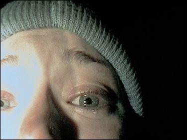 Restons dans le culte avec ce film d'épouvante comptant parmi les plus effrayants du cinéma, filmé caméra à l'épaule et avec seulement trois acteurs ! Ce film vous guérira du camping.