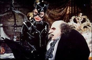 Vous aurez reconnu ici Catwoman ainsi que le Pingouin et vous en déduisez avec justesse que ce film appartient à la série des Batman. Celui-ci fut réalisé par Tim Burton. Lequel est-ce ?