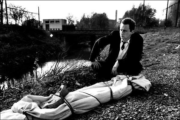 Benoit Poelvoorde incarne ici un serial killer et nous transmet le mode d'emploi du parfait tueur. En espérant que ce film n'ait véritablement aucune vertu pédagogique...