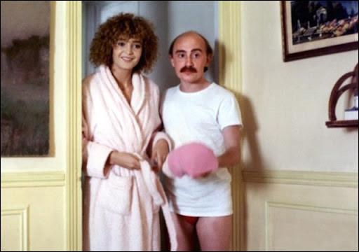 """Vie comme """"Viens chez moi j'habite chez une copine"""" : avec qui Michel Blanc partage-t-il l'affiche, dans ce film ?"""