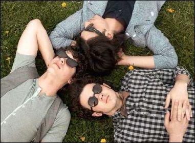 Comment s'appelle le groupe des Jonas Brothers dans le film (en version Anglaise ! ) ?