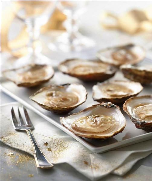 Eye s'y connaît en ostréiculture ! Il a apporté des huîtres plates, qui viennent de Bretagne !