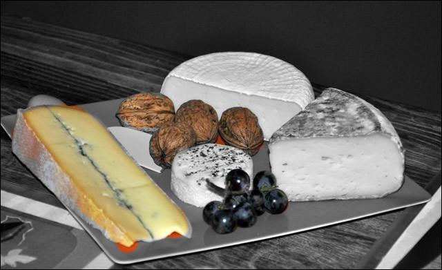 Hippophile prendra bien du fromage ? Il voit sur ce plateau un morceau qui lui conviendra :
