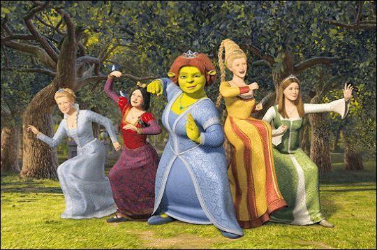 Shrek est le personnage fictif et principal de la série Shrek qui contient quatre longs métrages. Dans lequel des 3 Shrek proposés peut on voir cette scène ? Le film est sorti en 2007.