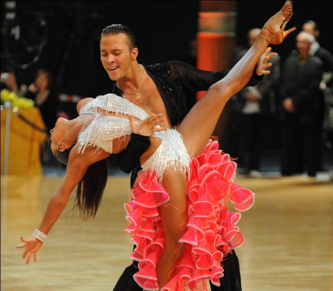 Quelle danse ne fait pas partie des danses sportives ?