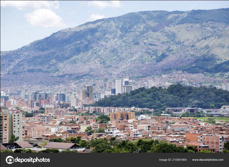 """Un peu de géographie avec la chanson """"Medellín"""". Medellín est la capitale d'Antioquia, mais dans quel pays se situe ce département ?"""