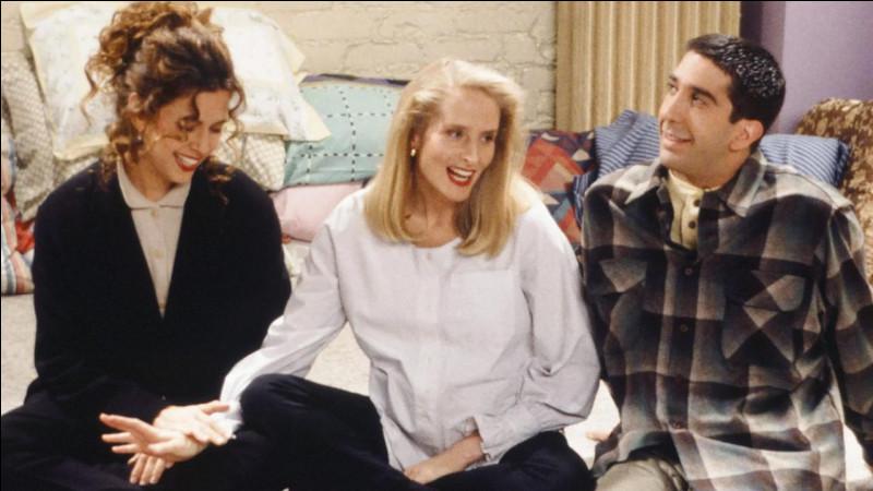 Durant la période ou Carole est enceinte, Suzanne raconte des histoires au bébé, comment appelle-t-elle Ross dans ces histoires ?