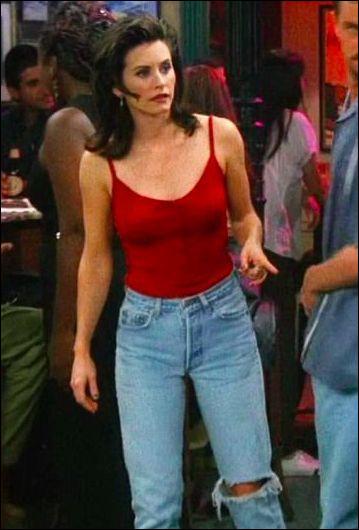 """Dans l'épisode """"Celui qui se souvient"""", avec lequel de ses amis, Monica a-t-elle presque failli coucher ?"""