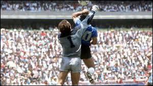 """Contre quelle équipe Maradona marqua-t-il un but de la """"Main de Dieu"""" (but validé par l'arbitre) lors de la Coupe du monde 1986 ?"""