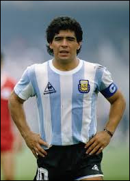Combien de sélections Diego Maradona compte-t-il avec l'équipe nationale d'Argentine ?
