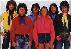 En quelle année le groupe va-t-il éclater suite au départ du chanteur ?