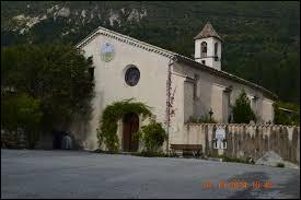 Je vous propose de commencer notre balade en région P.A.C.A, à Angles. Petit village de 68 habitants, dans l'arrondissement de Castellane, il se situe dans le département ...