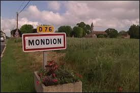 Je vous propose d rester en Nouvelle-Aquitaine et de partir à Mondion. Village de la communauté d'agglomération du Grand Châtellerault, il se situe dans le département ...