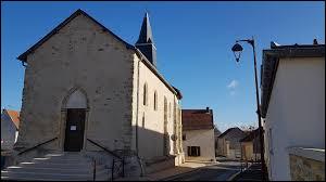 Nous sommes toujours dans le Grand-Est, devant l'église Saint-Étienne de Trois-Puits. Commune de la communauté urbaine du Grand Reims, elle se situe dans le département ...